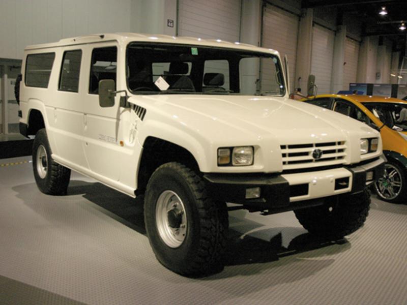 1997 Toyota Megacruiser front angle