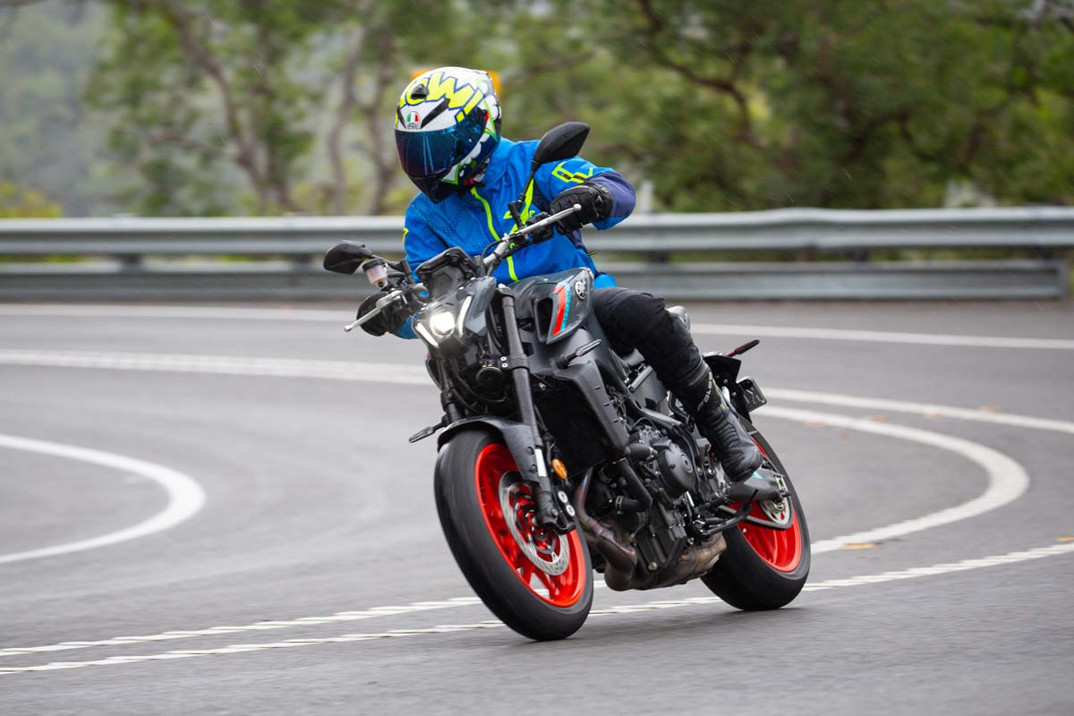 LAUNCH TEST - 2021 Yamaha MT-09 and MT-09 SP