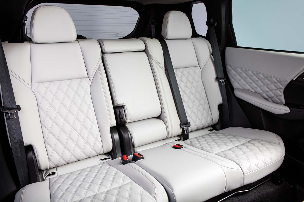 New Mitsubishi Outlander revealed