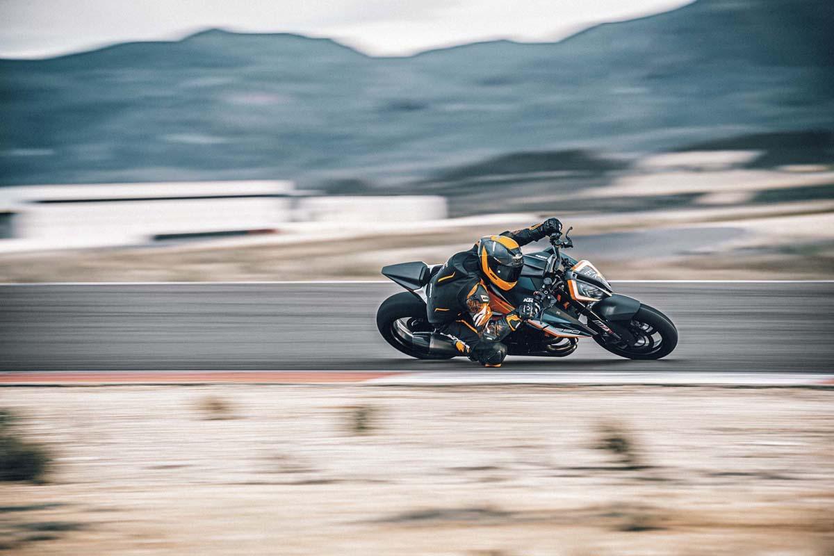FEATURE – 2021 KTM 1290 Super Duke RR