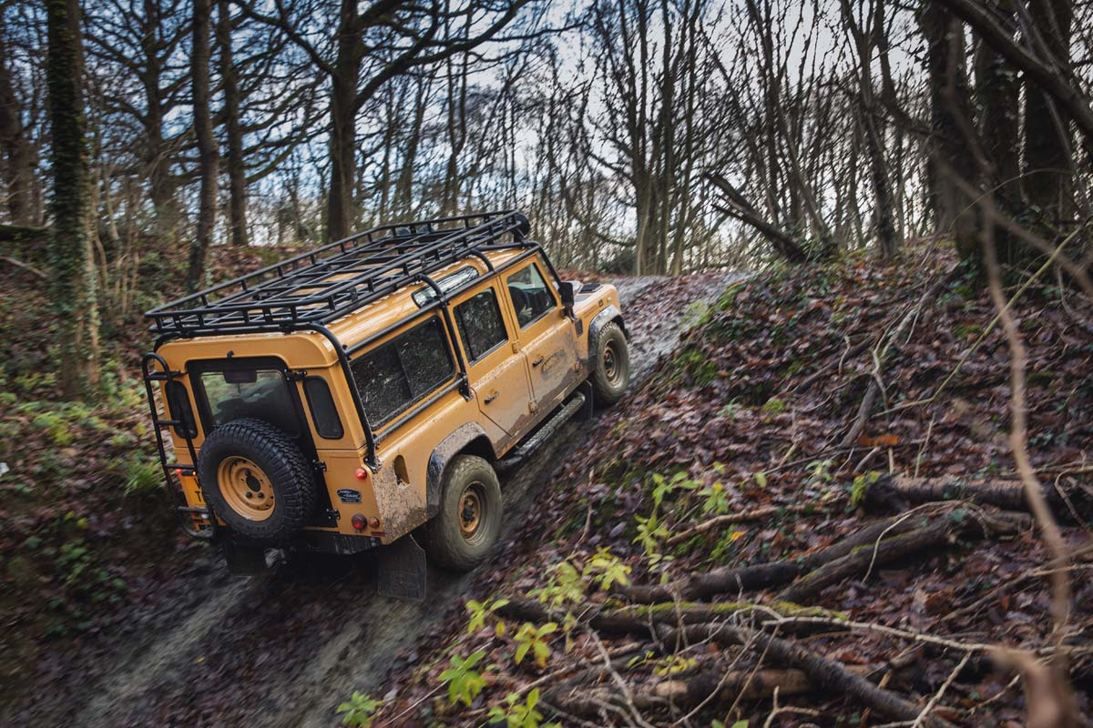  FEATURE - Land Rover Defender Works V8 Trophy [Click and drag to move] 