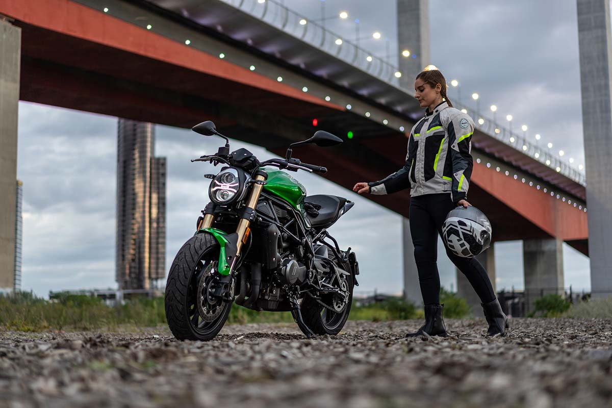 Benelli offers free riding gear pack for 752S
