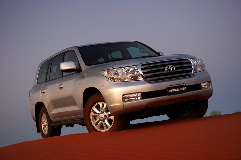 low front 45 degree view of the 2007 Toyota Landcruiser 200 series