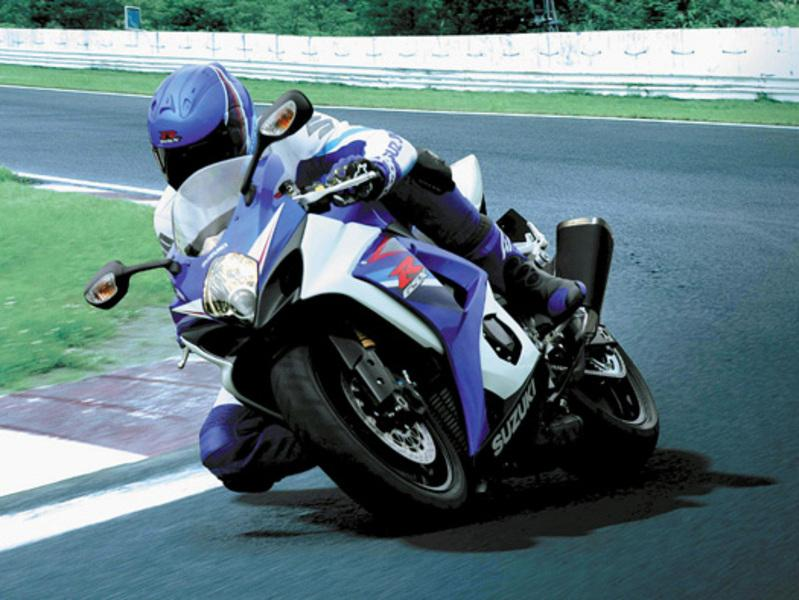 2007 Suzuki GSX-R1000 on the race track