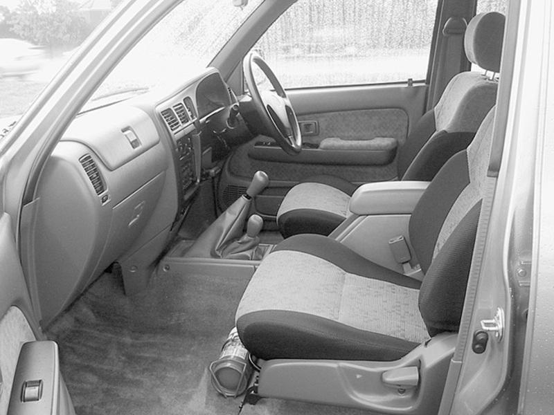 2004 Toyota HiLux SR5 Dual Cab ute interior