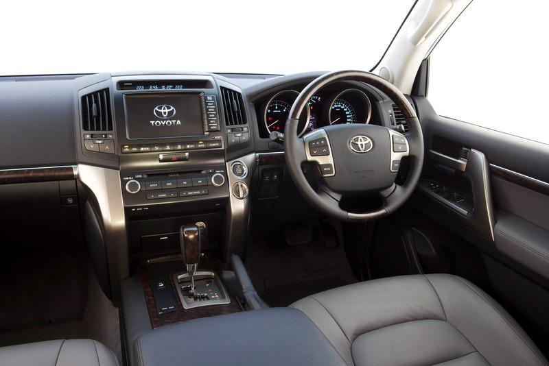 View of the dark grey interior and dash of the 2007 toyota landcruiser 200 series