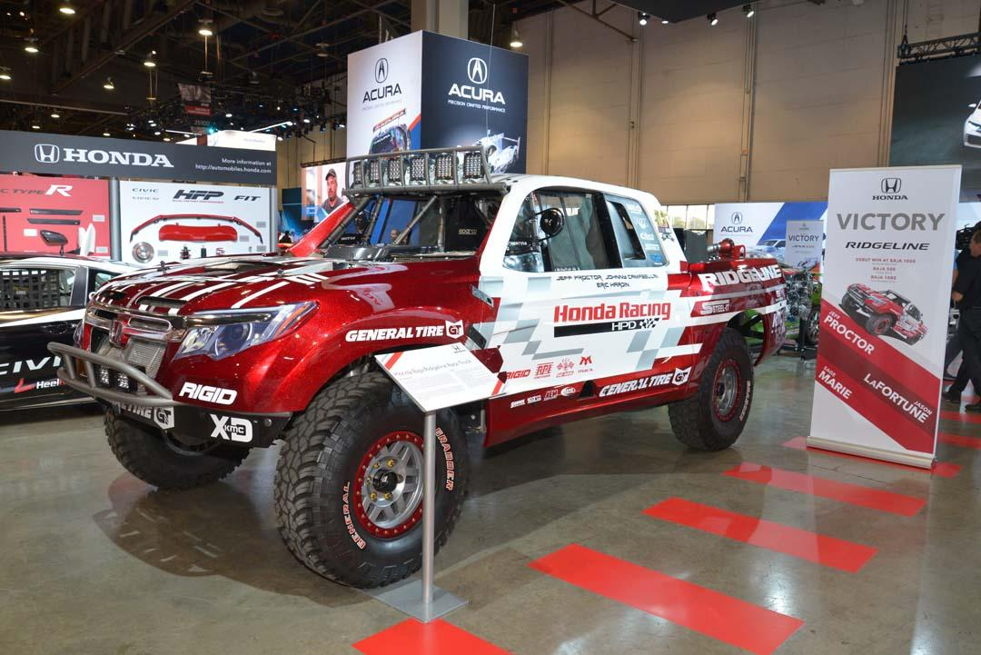 Honda's Ridgeline may be unknown here, but it's one of the players in the US pickup market. This race version competes in offroad competition in the US and raced in the Baja 1000 a fortnight after its display at SEMA.