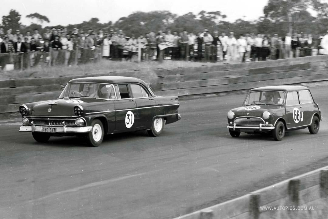 A Ford Customline and Morris Cooper S side-by-side at Catalina Park Raceway
